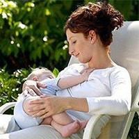 تغذیه با شیر مادر
